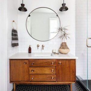 vieux-meuble-vernis-salle-de-bain